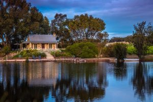 Stonewell Cottages and Vineyards - Accommodation Airlie Beach